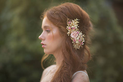 """Kvetinový hrebienok """"dotyk lásky na perách"""""""