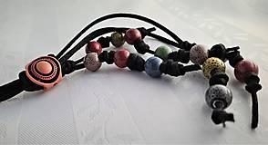 Náhrdelníky - Náhrdelník posuvný s farebnými korálkami - 13732716_