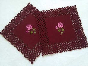 Úžitkový textil - V zámockej záhrade (ručne vyšívané prestieranie) - 13748135_