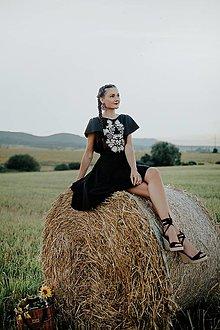 Šaty - čierne vyšívané šaty Sága krásy - 13747273_