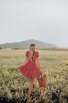 Šaty - červené bodkované šaty Zámutovské kvety - 13747292_