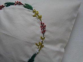 Úžitkový textil - V lese (ručne vyšívaný vankúš) - 13751874_