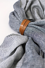 """Doplnky - Exkluzívny pánsky obojstranný ľanový šál s koženým remienkom """"Rafael"""" - 13752130_"""