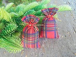 Dekorácie - Vianočné mini vrecká s farbami Vianoc - 13757448_