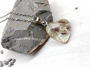 Náhrdelníky - Náhrdelník kvetoláska traslica srdce - 13762063_
