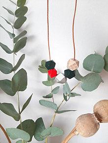 Náhrdelníky - Drevený náhrdelník silverGREEN - 13760538_