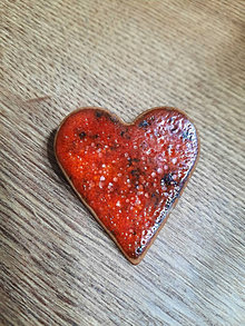 Dobrý obchod - Keramická brošňa - srdce - 13762454_