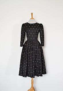 Šaty - Hodvábne vyšívané šaty s riasenou sukňou - 13762207_