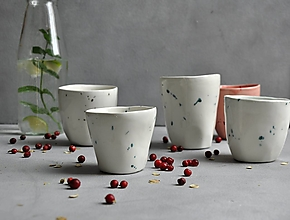 Nádoby - šálka, hrnček, pohár presso bielo-zelený - 13764575_