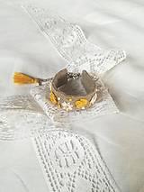 Náramky - Ručne vyšívaný náramok - 13771140_