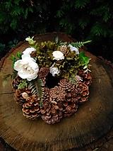 Dekorácie - šiškový veniec na hrob zeleno-smotanový - 13774244_