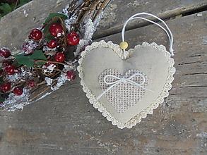 Dekorácie - Vianočné (s)nežné srdiečko s jutovým srdiečkom - 13786110_