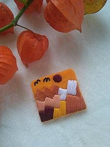 Brošne - Jesenné polia (ručne vyšívaná brošňa) - 13791754_
