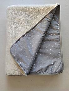 Úžitkový textil - Deka vlnená 100% ovčie rúno vo vlase Baranček 140x 200cm Hviezdičky šedé - 13800643_