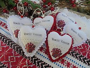 Dekorácie - Vianočné ozdoby folk-srdiečka - 13799730_