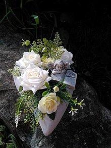 Dekorácie - betónové srdiečko na hrob s anjelikom  a ružami 18 cm - 13804515_