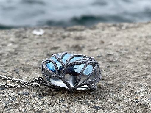 Prívesok Aqua Aura v čipke