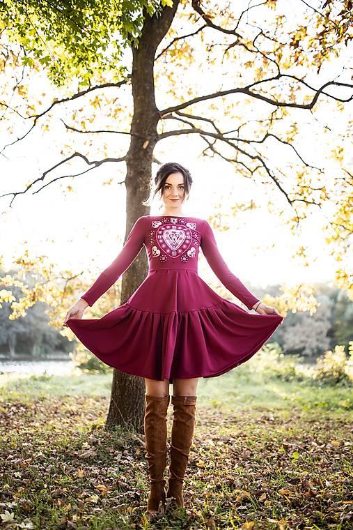 ružové vyšívané šaty Srdce z čepca