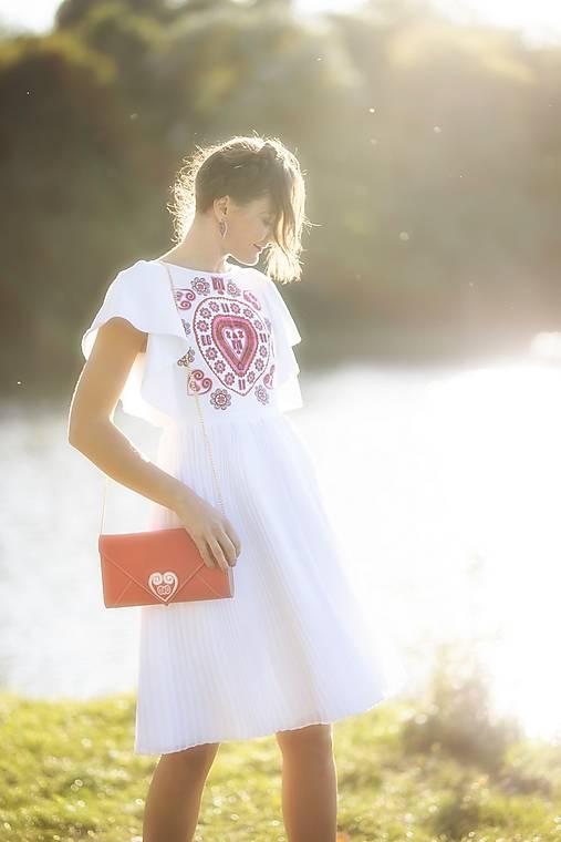 biele plisované šaty Srdce z čepca