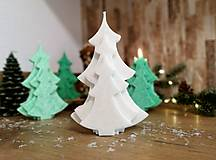 Svietidlá a sviečky - Vianočná sviečka, stromček, biely - 13810339_