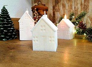 Svietidlá a sviečky - Vianočná sviečka, domček biely, malý - 13809741_