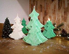 Svietidlá a sviečky - Vianočná sviečka, stromček, bledozelený - 13810431_