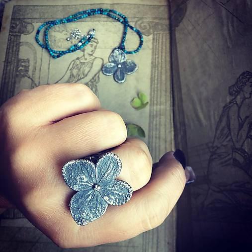 Strieborný prsteň Hortenzia