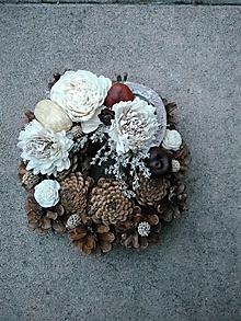 Dekorácie - šiškový prírodný veniec 18 cm - 13819605_