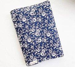 Papiernictvo - Obal na knihu - Biele kvety na modrej (nastaviteľná veľkosť) - 13821830_