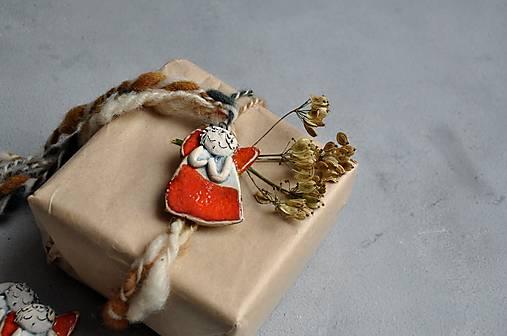 Anjel malý červený so srdcom