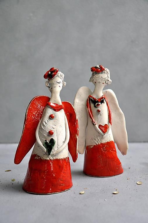 Anjel stojaci M červený