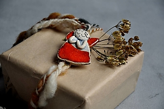 Dekorácie - Anjel malý červený so srdcom - 13823491_