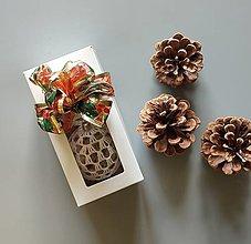 Dekorácie - Háčkované vianočné banky v krabičke - 2 ks - 13824242_