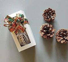 Dekorácie - Háčkované vianočné banky v krabičke - 2 ks - 13824255_