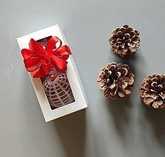 Dekorácie - Háčkované vianočné banky v krabičke - 2 ks - 13824486_