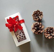 Dekorácie - Háčkované vianočné banky v krabičke - 2 ks - 13824496_