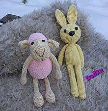 Hračky - Zajko alebo ovečka do drobných ručičiek - 13822936_