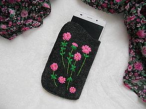 Na mobil - V záhradke (ručne vyšívané púzdro) - 13826327_