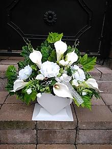 Dekorácie - ikebana s kálami a ružami v srdci - 13825864_