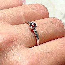 Prstene - Simple Garnet AG925 Ring / Jemný strieborný prsteň s granátom - 13830281_