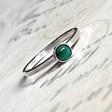 Prstene - Simple Malachite AG925 Ring / Jemný strieborný prsteň s malachitom - 13830291_