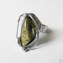 Prstene - Cínovaný slzový prsteň s liečivým polodrahokamom unakitom - 13831566_
