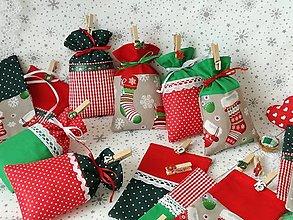 Dekorácie - Adventný kalendár vrecúškový,vianočná klasika - 13833864_