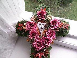 Dekorácie - Krížik so srdiečkom ... na dušičky ... s ružičkami - 13832200_