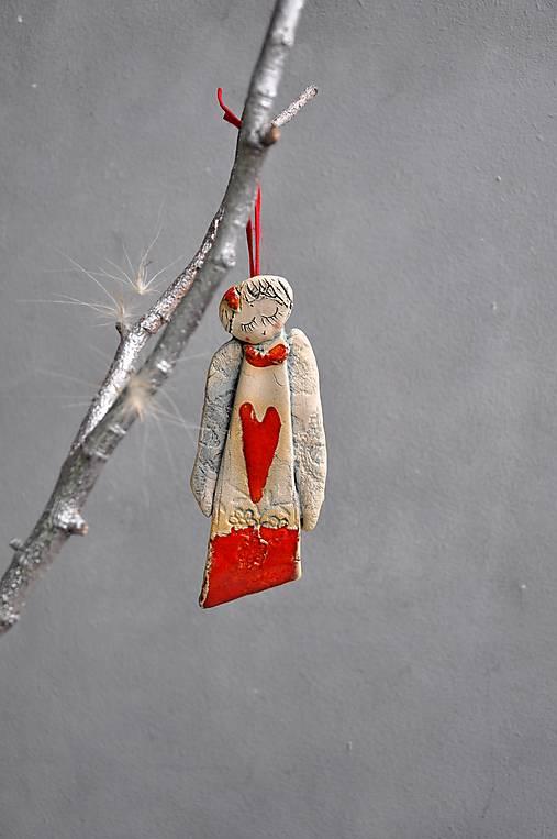 Anjel visiaci M dlhý červený