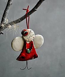 Dekorácie - Anjel visiaci babuľka červený - 13832722_