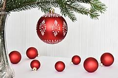 Dekorácie - Sklenená vianočná guľa zdobená voskom veľká - 13833375_