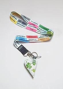 Kľúčenky - Textilná šnúrka na krk so srdiečkom - liečivá - 13832904_