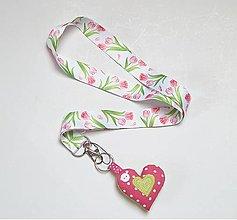 Kľúčenky - Textilná šnúrka na krk, kľúčenka so srdiečkom - tulipány - 13832961_
