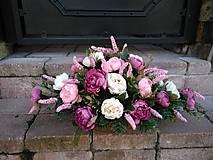 Dekorácie - ikebana na hrob s čajovými ružami 57 cm - 13834692_